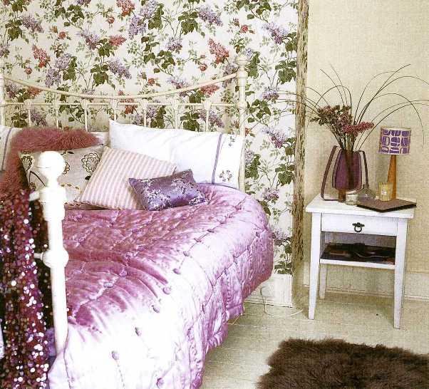 Выбирая обои для детской комнаты, выбирайте яркие, но не раздражающие цвета, и не забывайте, что в комнате живет...